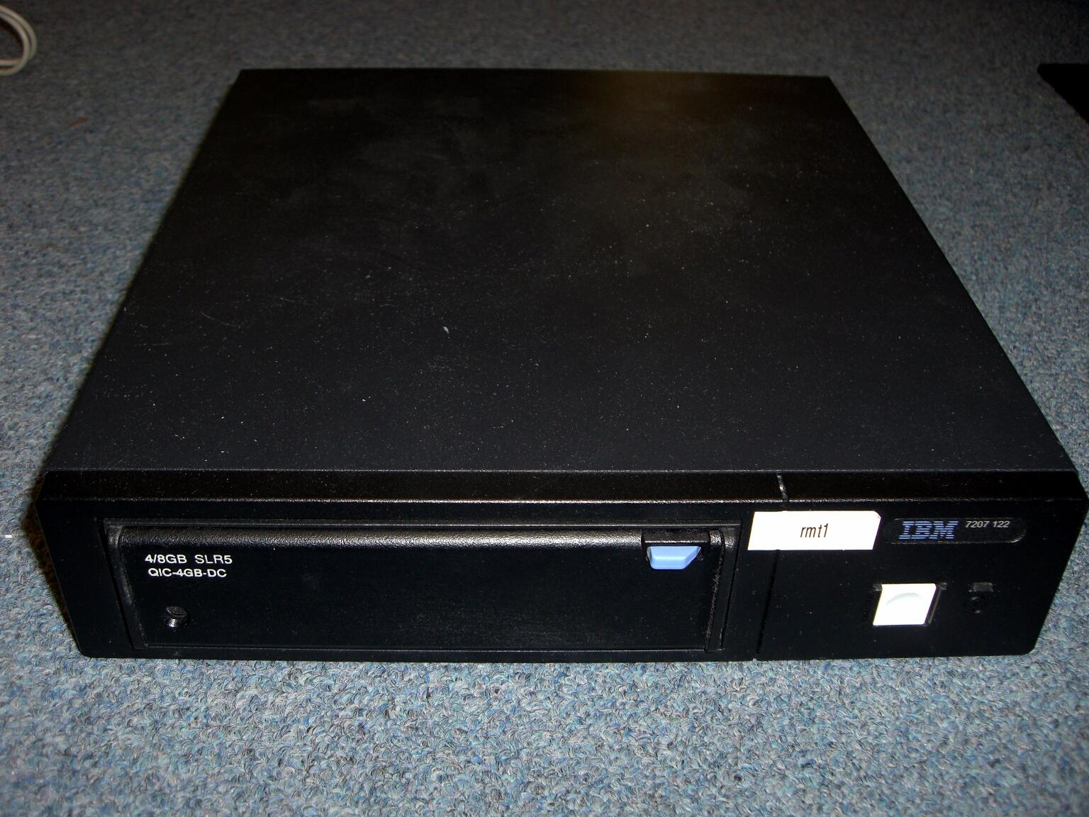 IBM 7207-122 4/8GB QIC Tape Drive